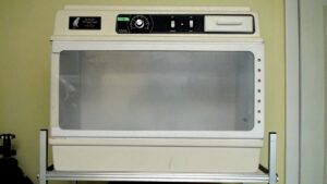 FIGURE 3. A small animal incubator with digital temperature control, modified to allow oxygen supplementation. This incubator can house small exotic mammals, reptiles, and birds.